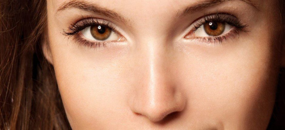 brunettes_women_models_brown_eyes_biting_lips_faces_1920x1080_wallpaper_Wallpaper_2560x1600_www.wall321.com